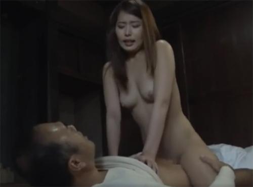 旦那に隠れて密会淫らな四十路妻の疼いてくっさいババアのomannkoとzyukuzyotv動画